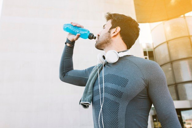 Water v/s Sports Drinks: What's Best for our Bodies